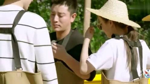 董力穿不上捕鱼服,杨超越看到后,笑到无法自拔啊!