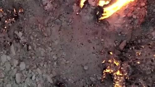 """无人机航拍土库曼斯坦燃烧48年""""地狱之门"""""""