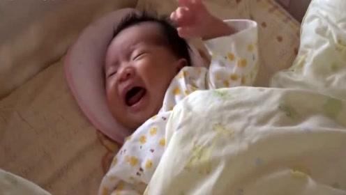 刚出生的小宝宝饿得大叫没有人理, 最后气得直流口水!