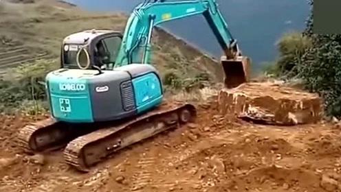 悬崖上的路那么惊险挖掘机怎么开上去?