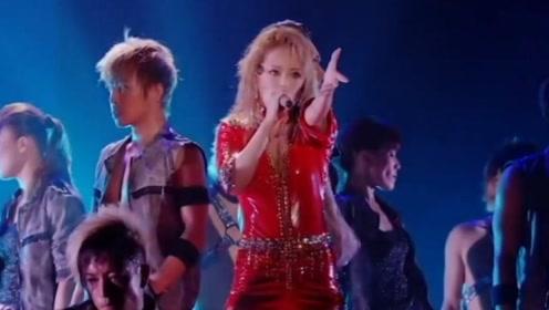 乐坛界的亚洲一姐,终于找到了这首歌现场版,太有力量了吧!