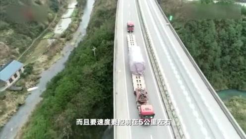 """有2个车头188个车轮的货车,跑高速堪比""""龟速"""",一般人开不起来"""