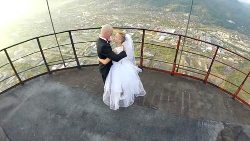 老外的奇葩婚礼,没有一个亲人来现场,还要冒着生命危险带戒指