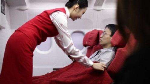 为什么飞机上的空姐都会穿着丝袜?今天总算明白其中原因