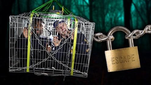 外国小伙挑战野外生存,只在铁笼子里过夜!网友:外国人少的原因