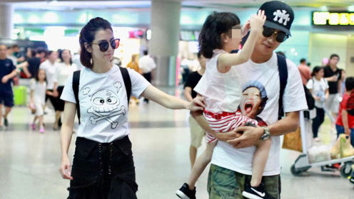 """洪欣一家三口现身机场,张丹峰重塑""""好丈夫""""人设?网友道出真相"""