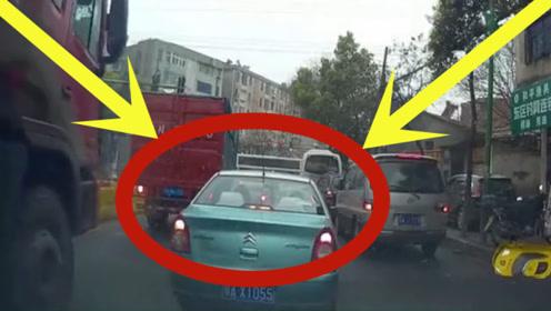出租车想抢行,但是在大货车绝对的实力面前,一切技术都是白费!