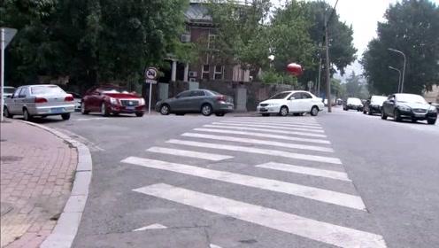 我和大姐二姐在车上的性事_红色豪车刚停稳,就从车上下来一御姐,网友:二姐不要太霸气