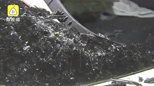 疑夫妻吵架,丈夫猛按妻子头砸碎别人车窗,车主报警