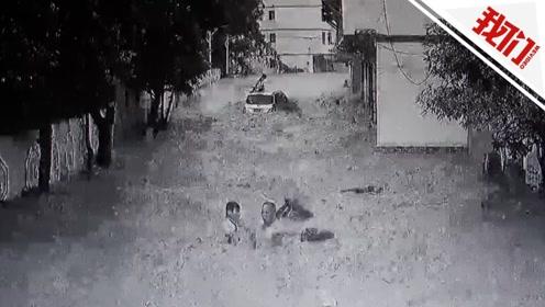 江西一村落河水倒灌学生上学路上被冲跑 村民2分钟内救下2人