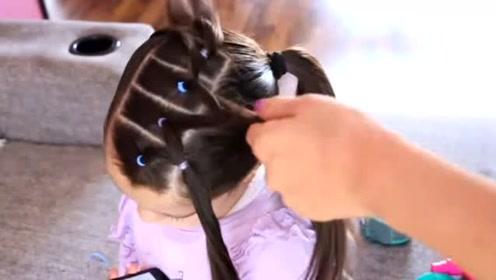 放假带孩子出去玩,这样给她扎头发,见了都夸是小美女