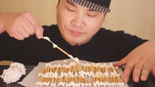 """大胃王吃创意""""棉签"""",竟成把往嘴里送,网友:什么操作?"""