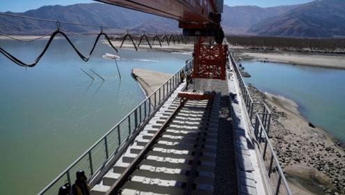 世界屋脊之上,中国再创奇迹,一条高原铁路正在推进