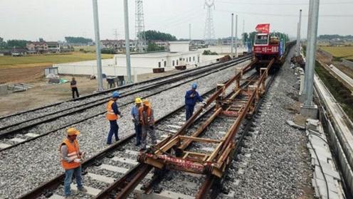 铁路下的铺路石有什么作用?那为什么高铁没有?