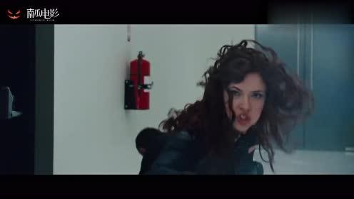 钢铁侠2:钢铁侠被人追着揍,危在旦夕,没想到却是美女救了他