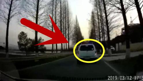 跟车太近,追尾警车,看到下来的人就知道摊上大事了