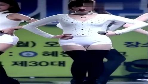 热舞的韩国小姐姐,身材保持的都这么好,让人羡慕