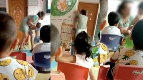 曝幼师把孩子挂墙上,教体局:黑幼儿园,老师也没资格证