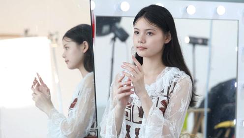 16岁农村姑娘做手模,拍9小时赚500:想为家里减轻负担