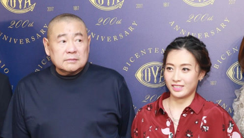 富商刘銮雄的老婆甘比背香奈儿新款包,却被网友嘲太土