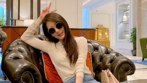 方媛分享自己夏季装扮的心得,透露喜欢穿牛仔裤和长袖衣的秘密