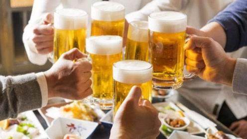 白酒和啤酒相比,哪一种最伤肝?原来好多人都喝错了