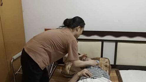 植物人丈夫卧床5年,女子养家儿女双双上一本:知识改变命运