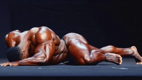 """236斤""""肌肉野兽"""",19岁健身21岁拿卡,却在吃饭时倒下了"""