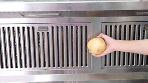 没想到油烟机上放个土豆作用这么大,一年能省几百块,后悔才知道