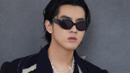 吴亦凡剪发后晒新造型清爽帅气 珍珠项链点缀黑西装精致时尚