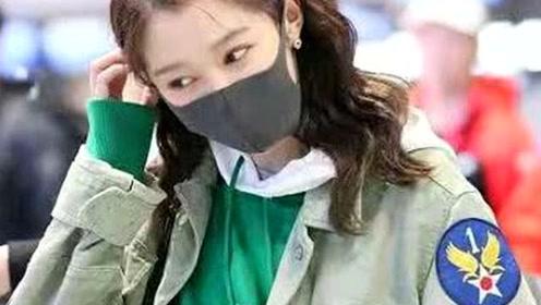 关晓彤万元外套被弄脏,看到她的反应,网友:难怪鹿晗如此宠你