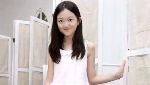 李嫣机场玩下身失踪,13岁就拥有大长腿,网友:时尚感满分
