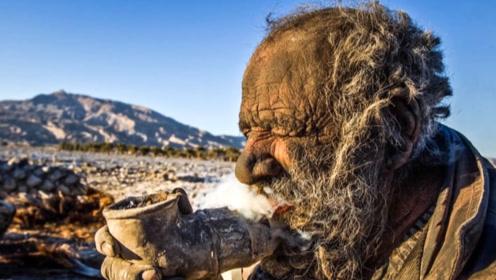 印度男子听信宗教指导,38年不洗澡不剪发,只为生一个儿子!