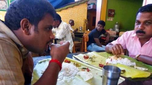印度人吃饭不用筷子,直接用手抓,他们难道不烫吗?