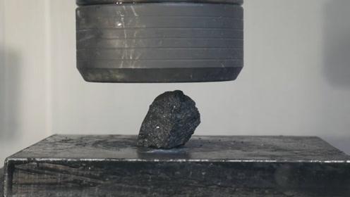 碳在高温高压下会变成钻石,用液压机可以做到吗?老外做出实验