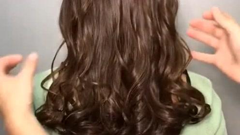 淑女都喜欢的这个小卷发型,理发师手放开的一瞬间也太美了