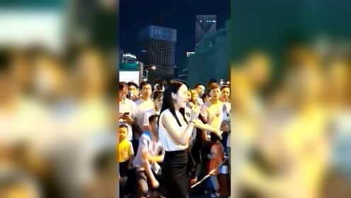 街边美女,唱歌真好听