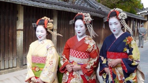 在日本街头偶遇这种女生,不要随意跟她合照,小心引来麻烦!