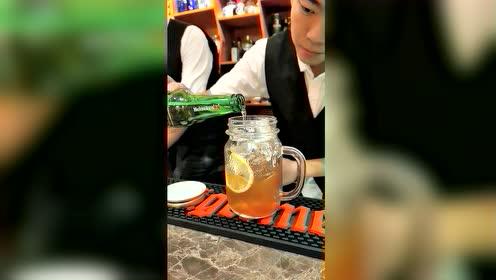 饮品师教你制作红茶味道的饮品