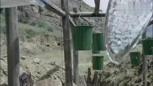 士兵这洗澡的方式可真独特,隔壁人都喊老天爷了!