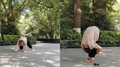 50岁保洁大叔公园爬行健身3年,自称:多锻炼,能预防痔疮