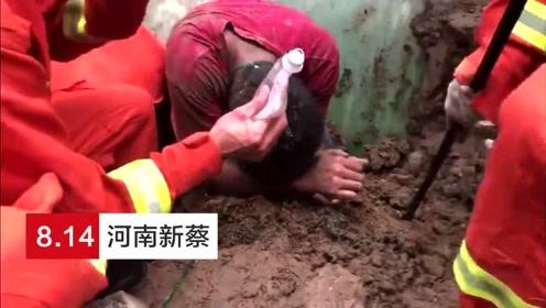 土方坍塌男子双腿被埋 消防员双手掏挖将其救出