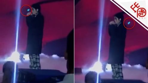 吴亦凡表演时被激光笔直射眼睛粉丝心疼 医生:严重可致失明