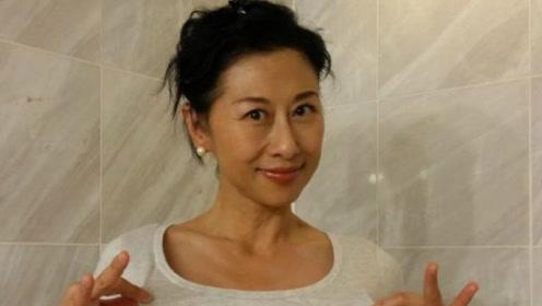 她曾是歌坛天后红过王菲,挤走师娘嫁给恩师,如今57岁膝下无子