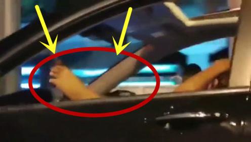马路杀手!女司机开车解放双手,居然用脚控制方向盘!