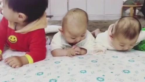 3岁大的小哥哥教双胞胎小宝宝练抬头,还有比这更萌的画面么!