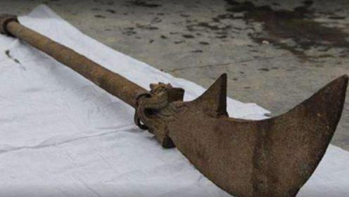 传关羽墓被挖掘 青龙偃月刀问世 因戾气大被四条铁链紧锁
