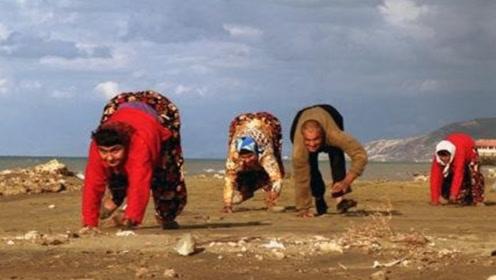 """伊拉克有名的""""爬行村"""",村民出行全靠爬,真相令人心酸!"""