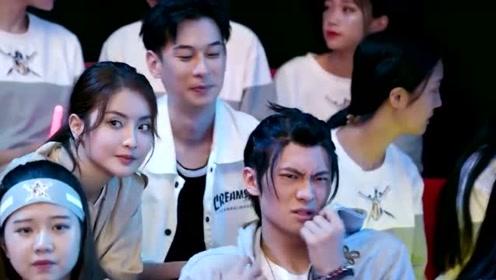 全职高手:杨洋比赛苏沐橙去观看,孙翔在偷看时被人嘲讽了