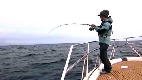 海钓意外收获红斑鱼,一斤都好几百,这条赚翻了